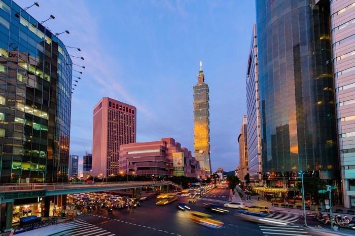 Thành phố Đài Bắc hiện đại hiện lên thật lung linh trong ánh hoàng hôn