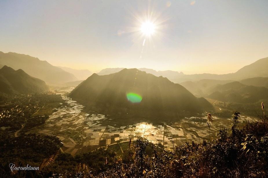 Bức tranh thung lũng Mai Châu ngập sắc nắng