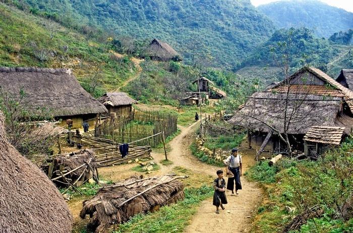 Giữa bản làng Mai Châu