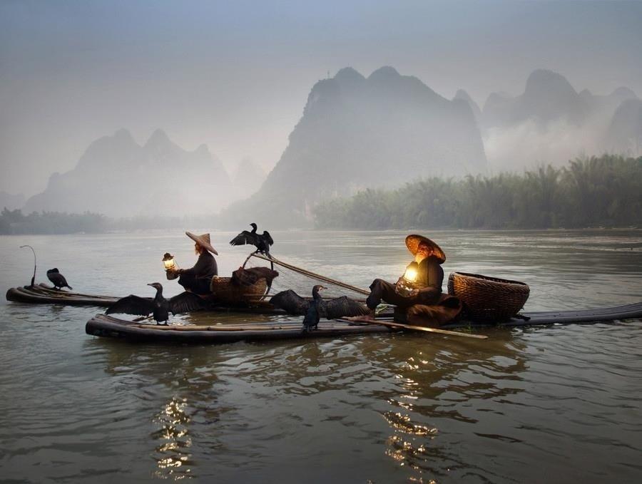 Sương mù phủ kín những đỉnh núi tại Quế Lâm