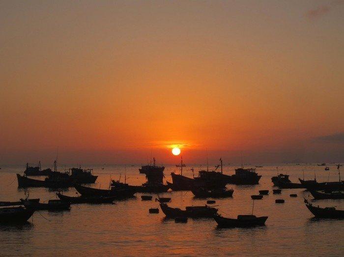 Dạo quanh cảng cá Vĩnh Lương khi trời còn tờ mờ sáng
