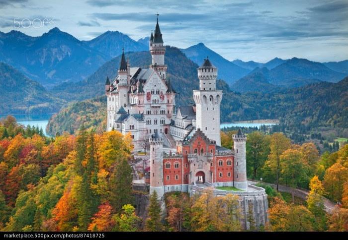Lâu đài Neuschwanstein tọa lạc giữa ngàn thu