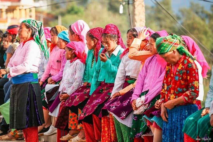 Đến lễ hội chợ tình Khâu Vai - các cô gái thường mặc những trang phục đẹp nhất của mình