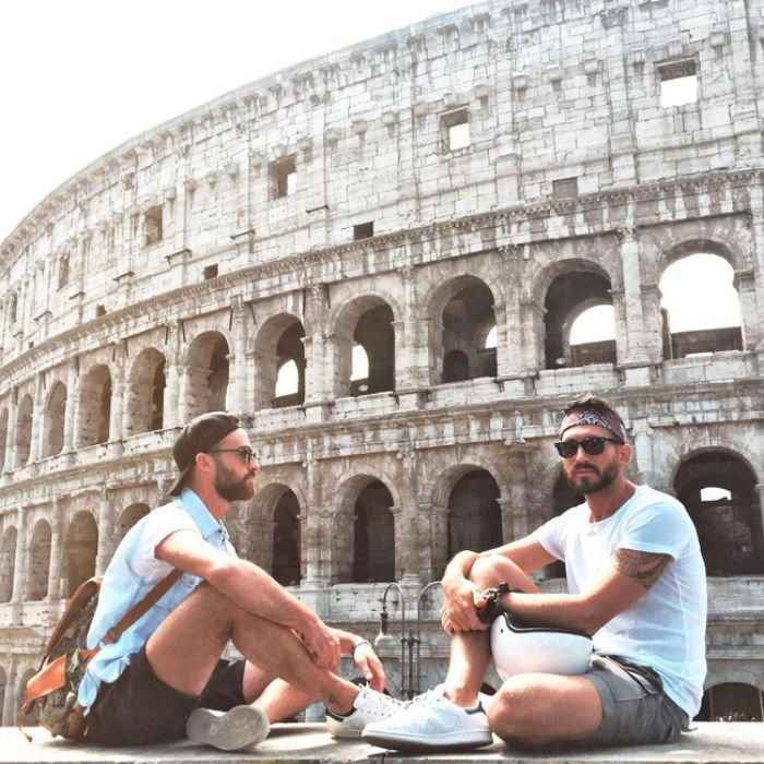 Bắt đầu từ thành phố quê hương, hai chàng trai đã xách ba lô lên và du lịch khắp thế giới. Họ dành nhiều ngày cho một địa điểm và không bỏ lỡ cơ hội nào để trải nghiệm vùng đất đó.