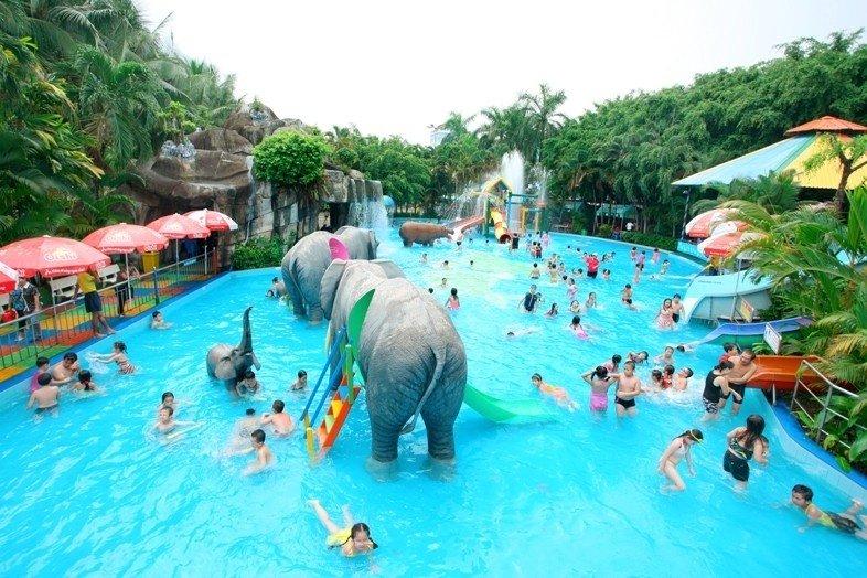 Khu vực hồ tắm dành cho các em nhỏ ở công viên nước Đầm Sen