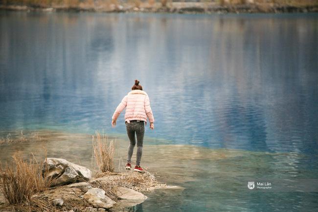 Dạo chơi tại khu vực hồ, các bạn cần đặc biệt cẩn thận bởi đây vốn là địa điểm khai thác đá với địa hình khá nguy hiểm - Ảnh: sưu tầm