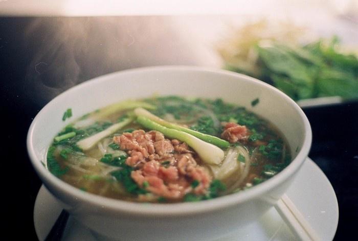 Trong mắt Poirier, ẩm thực Việt Nam, và đặc biệt phở bò là thứ thực sự hấp dẫn