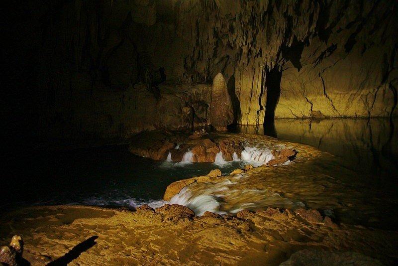 Những dòng nước phun trào từ dưới lòng đất