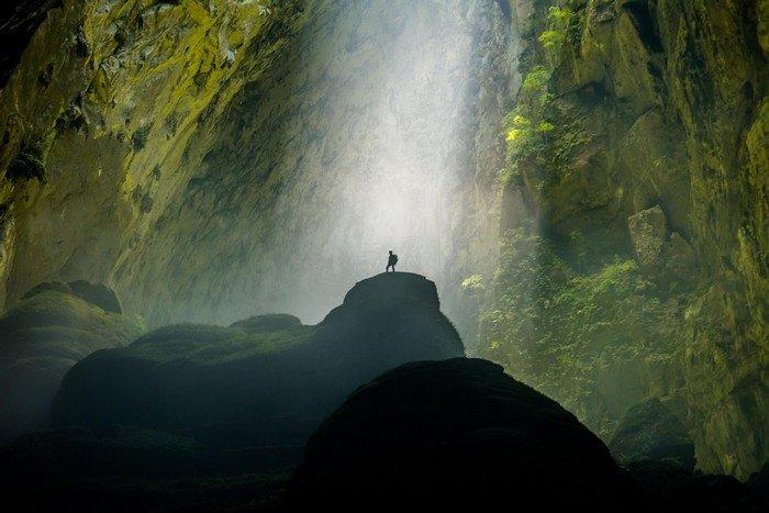 Con người bỗng nhỏ bé giữa thiên nhiên