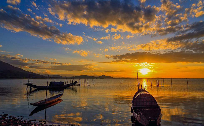 Phá Tam Giang nổi tiếng là vùng đầm phá nước lợ lớn nhất Đông Nam Á.