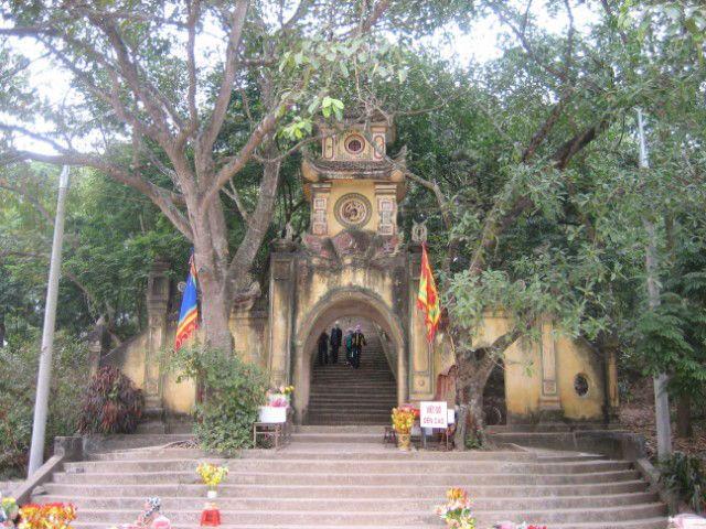 Lễ xin trùm tại đền Cao