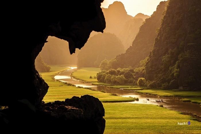 Nhiều di tích danh thắng ở đây được chính phủ xếp hạng di tích quốc gia đặc biệt như khu du lịch sinh thái Tràng An, khu du lịch Tam Cốc - Bích Động, cố đô Hoa Lư..