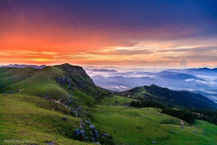 Đồng Cao - Đây được xem là địa điểm lý tưởng cho dân phượt cắm trại và thưởng ngoạn cảnh vật hoang sơ