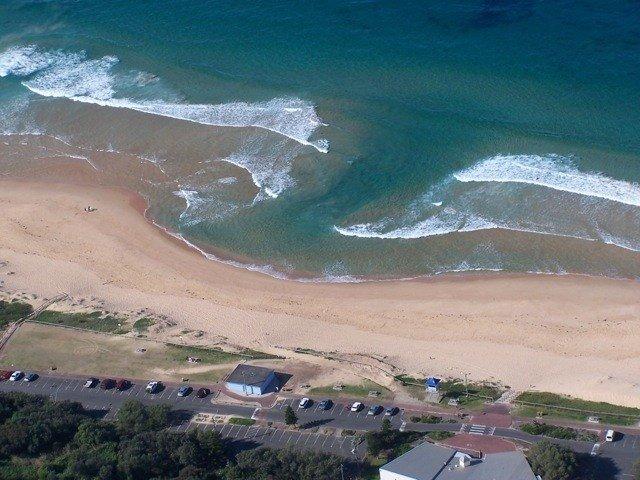 Hình ảnh một dòng chảy xa bờ trên bờ biển