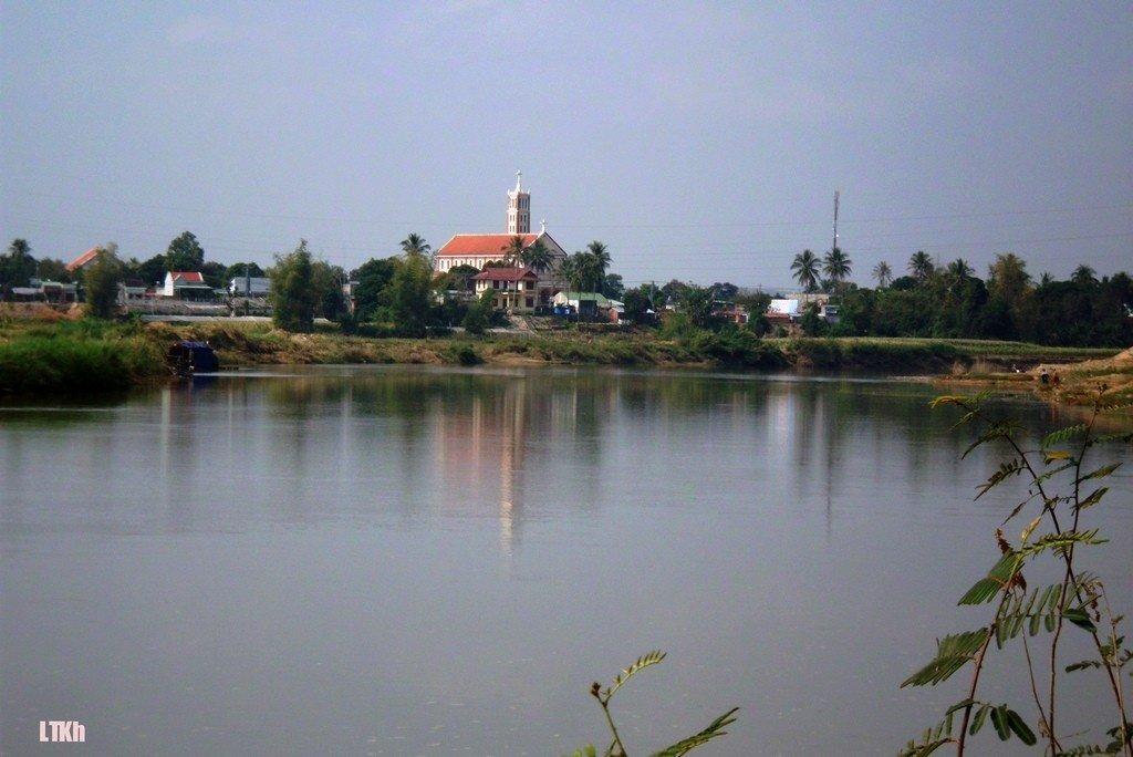 Một góc sông Đắk Bla hướng ra phố thị