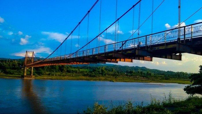 Cầu treo Kk bắc sang dòng sông Đắk Bla