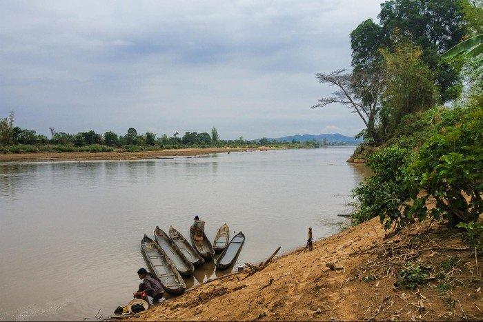 Bến thuyền độc mộc đưa khách du ngoạn trên sông Đắk Bla