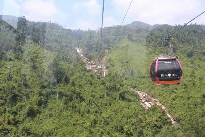 Du lịch Bà Nà, bồng bềnh trên cáp treo ngắm thác đổ dài trên đỉnh núi
