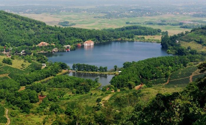 Hồ Tiên Sa nằm trong vườn quốc gia Ba Vì