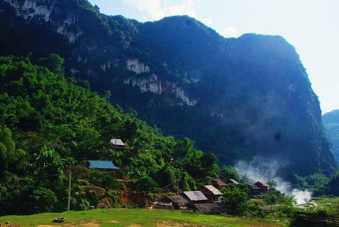 Bản Bàng nằm tại xã Trung Thượng thuộc huyện vùng cao Quan Sơn.