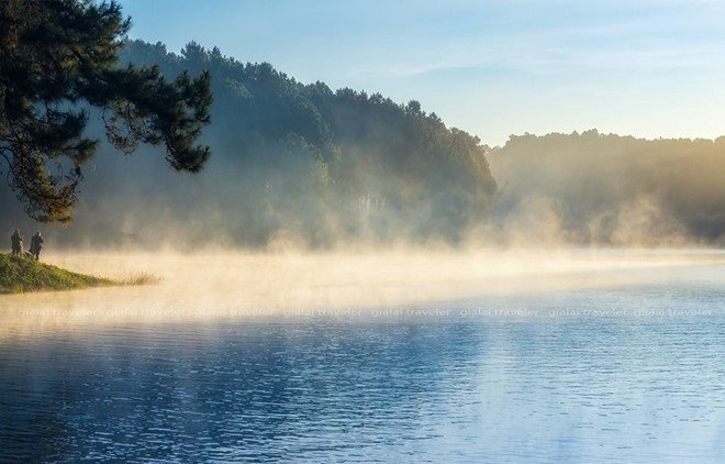 Đó là buổi bình minh sương giăng lãng đãng