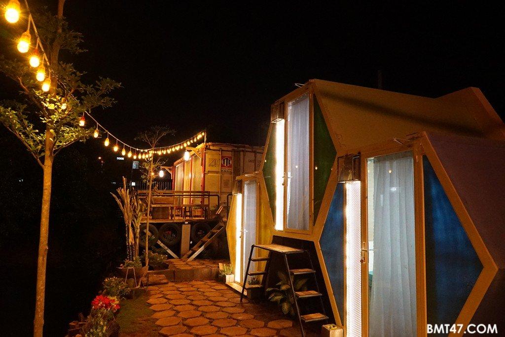 Beezone sáng rực trong đêm - Ảnh: Bmt47.com