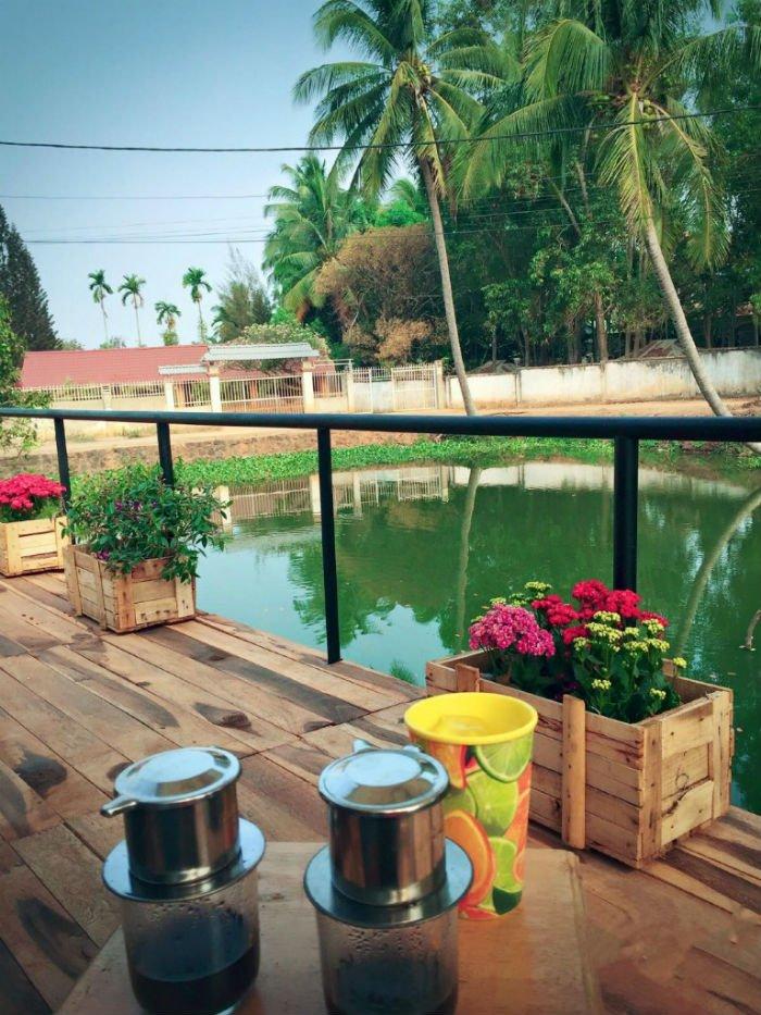 Nhâm nhi ly cafe Ban Mê vào buổi sớm trong lành - Ảnh: Bmt47.com