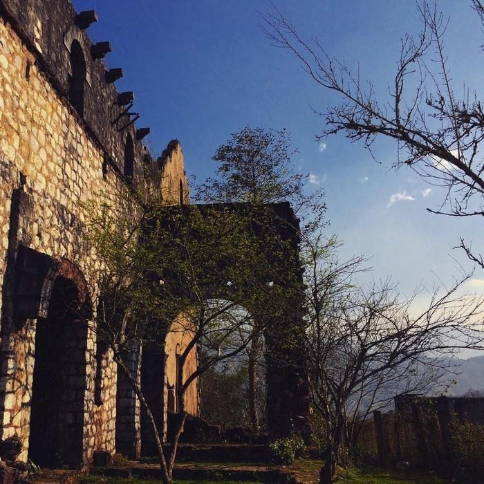 Tu viện cổ ở Tả Phìn