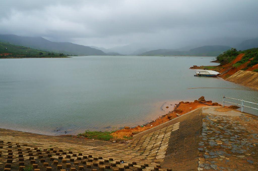 Hồ Kala rộng lớn - Ảnh: huude