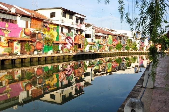 Nhưng Malacca còn khiến người ta ngẩn ngơ trong một thế giới nghệ thuật sắp đặt đầy mê hoặc