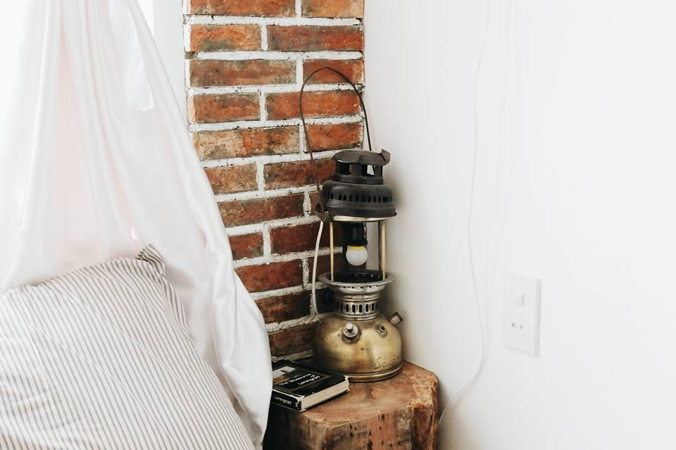Chiếc đèn cổ ấm áp - Ảnh: Huyền Vịt