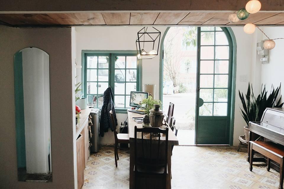 Phòng khách mang hương vị hoài cổ - Ảnh: La Casa