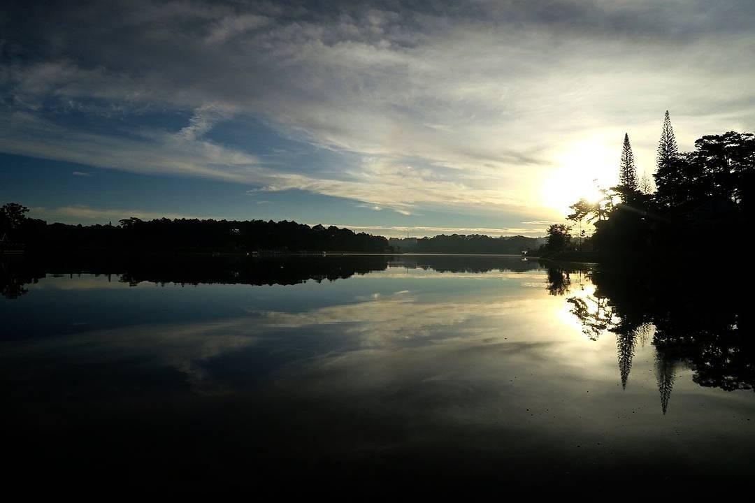 Bóng mây qua hồ Đà Lạt