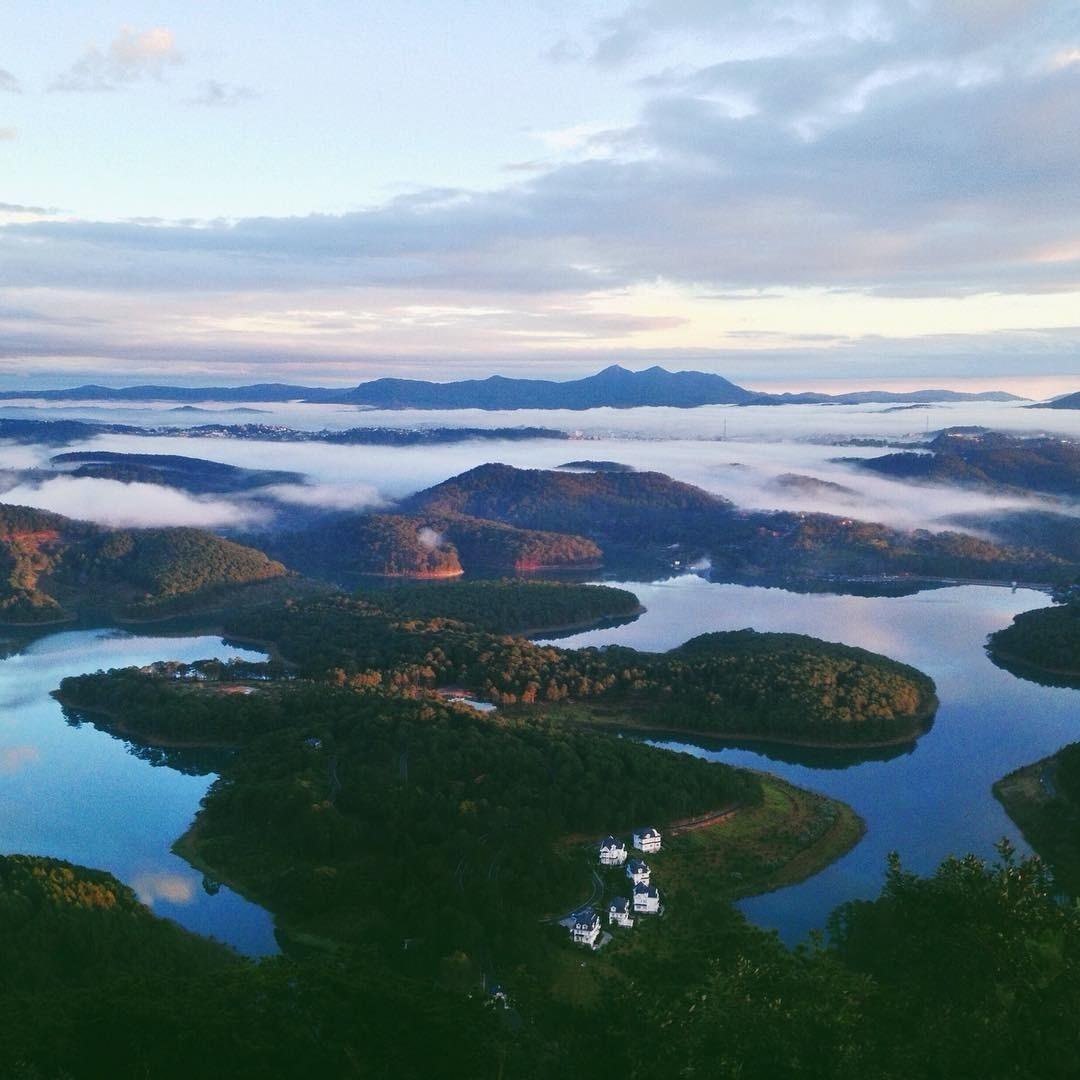 Hồ Tuyền Lâm nhìn từ trên cao
