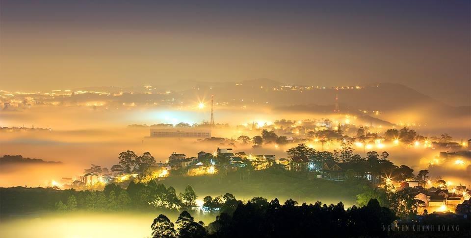 Tận hưởng không gian của những sóng mây Đà Lạt hòa vào ánh sương bạc và phiêu bồng chốn cao nguyên phố núi chắc chắn là một trải nghiệm khó quên trong lòng mỗi du khách.