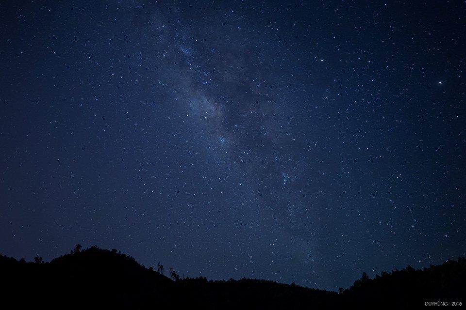 Hiếm có dịp được đứng dưới một bầu trơi đầy sao ở nơi thơ mộng thế này - Ảnh: Duy Hùng