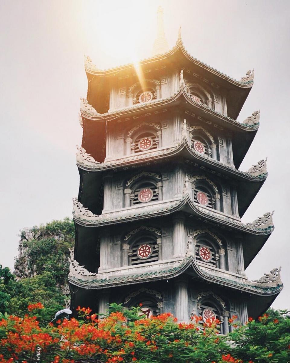 Đây chùa Linh Ứng - Ảnh: @eatandtreats