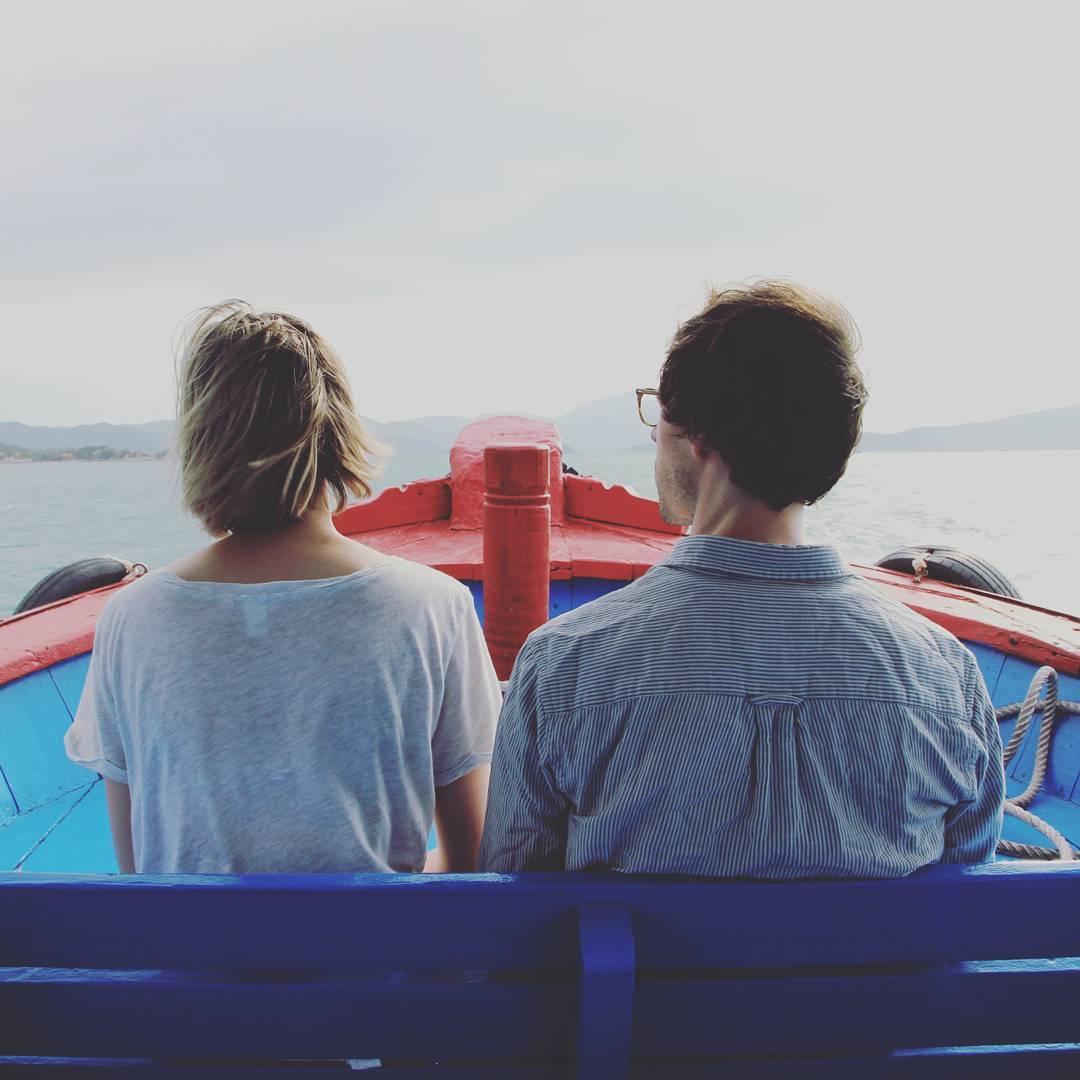 Khách du lịch đi thuyền ra Hòn Ông - Ảnh: @nhatrang_with_locals