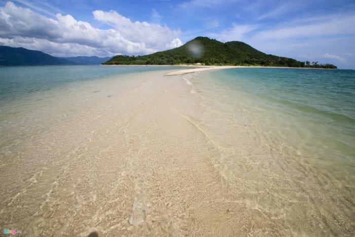 Thủy triều xuống con đường cát Điệp Sơn đẹp ngỡ ngàng dần hiện ra