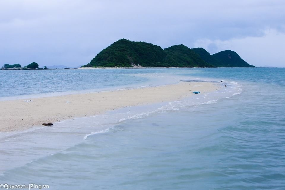 Biển xanh cát trắng Điệp Sơn và những con sóng dịu êm