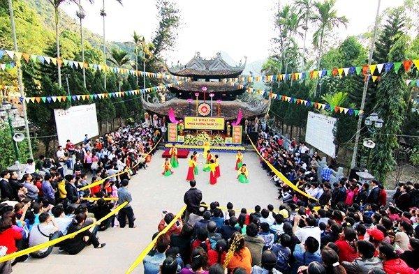 Cùng nhau trẩy hội, dâng hương chùa Hương