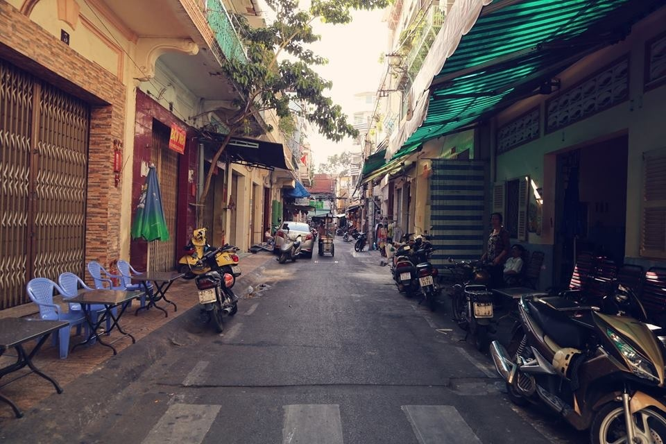 Đường Phú Định dài 65m (quận 5) nằm giữa đường Nguyễn Án và Lương Nhữ Học.