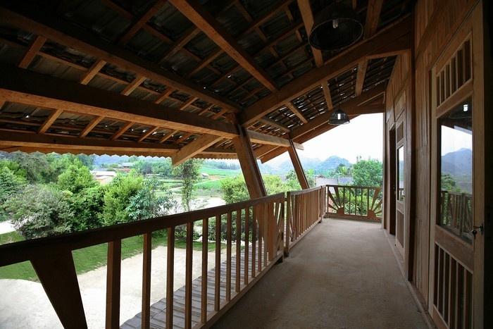 Hà Giang - Hành lang, khoảng trống và mái nhà được thiết kế như cánh chim nhạn