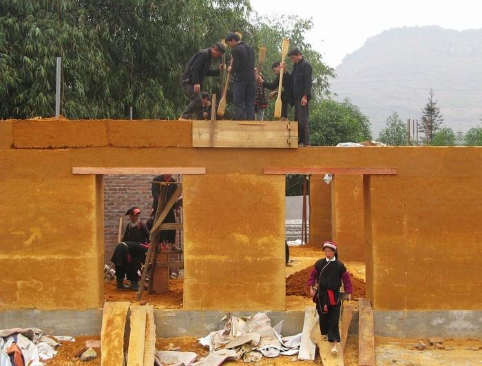 Hà Giang - Tầng 2 sử dụng khung cấu trúc là sự kết hợp của các tấm gỗ và dầm, cột bằng bê tông cốt thép.