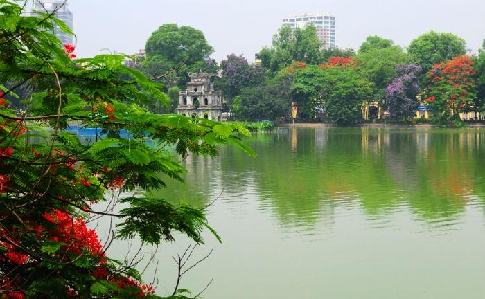 Hồ Hoàn Kiếm, viên ngọc xanh giữa lòng Hà Nội