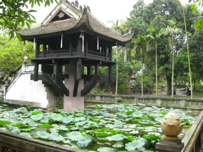 Chùa Một Cột được coi là biểu tưởng tiêu biểu nhất của các Chùa ở Hà Nội
