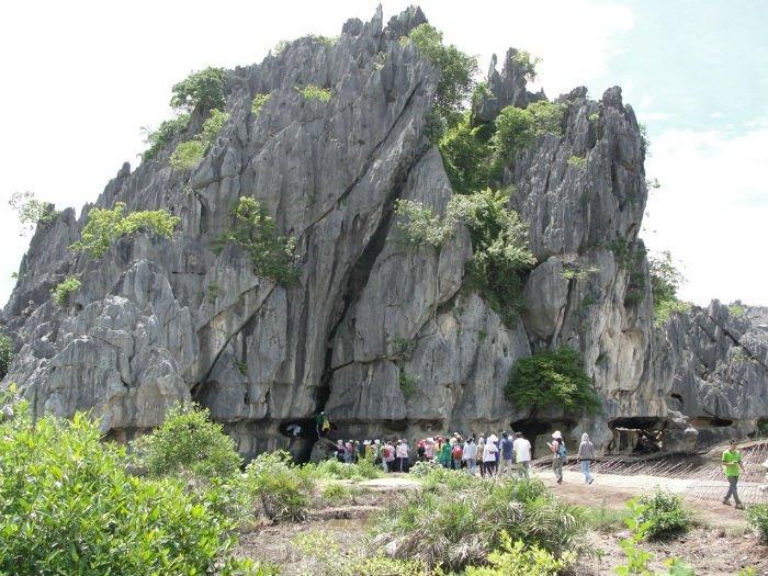 Núi đá dựng Hà Tiên