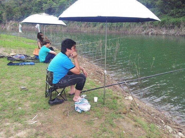 Câu cá ven hồ Xạ Hương