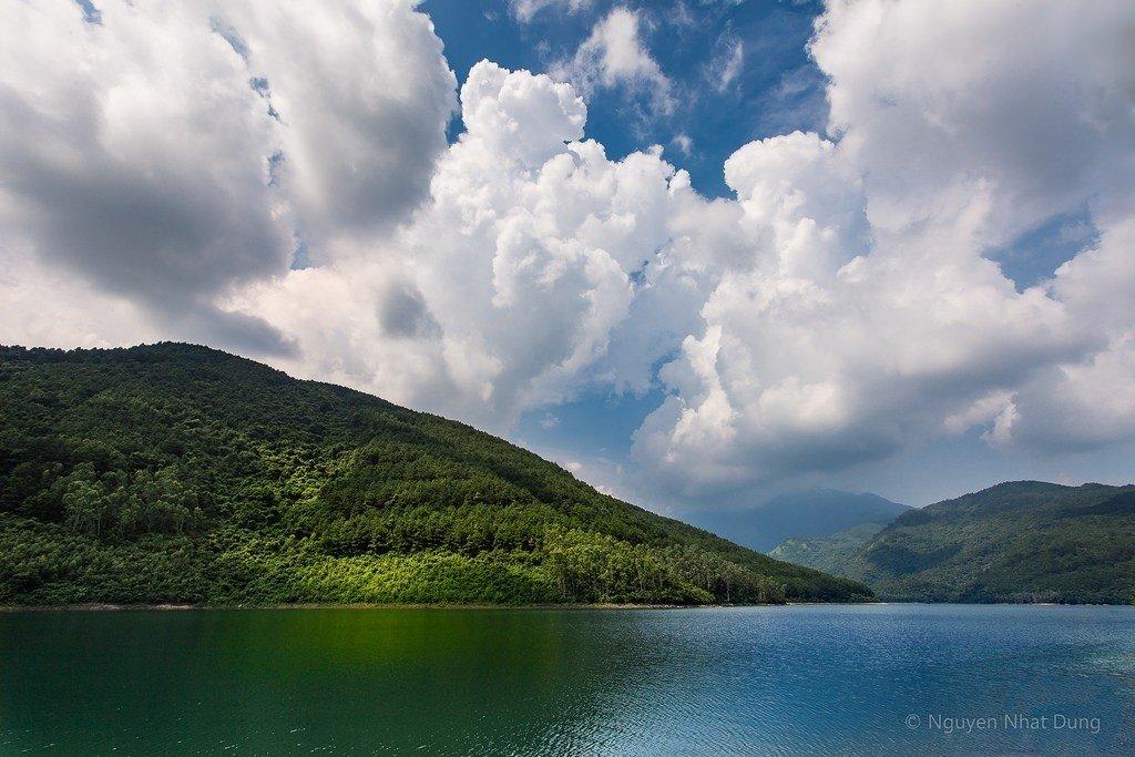 Mây trắng bồng bềnh bao phủ Xạ Hương