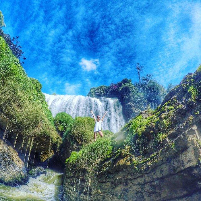 Như một bức tranh thiên nhiên chứa đựng cả rừng xanh, đá núi và một hang động đầy kì bí - Ảnh: Sưu tầm
